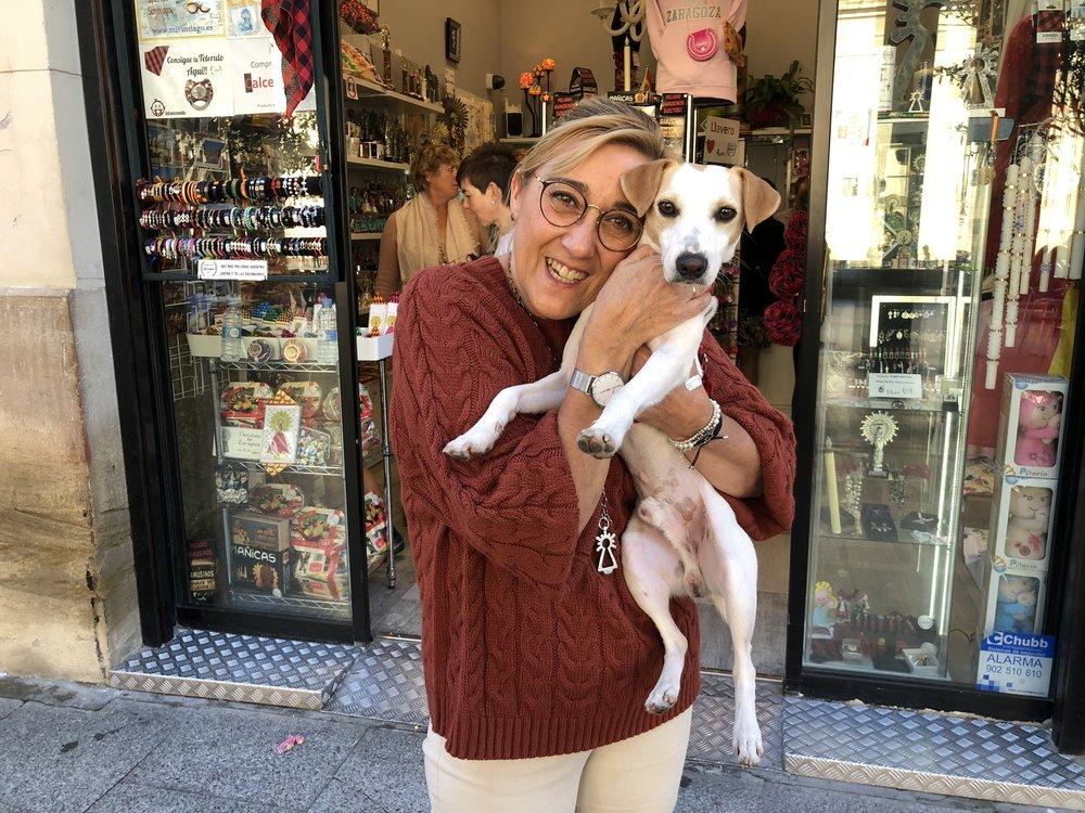 Con Ana, de la tienda ¡Qué Majico!, en la plaza del Pilar.