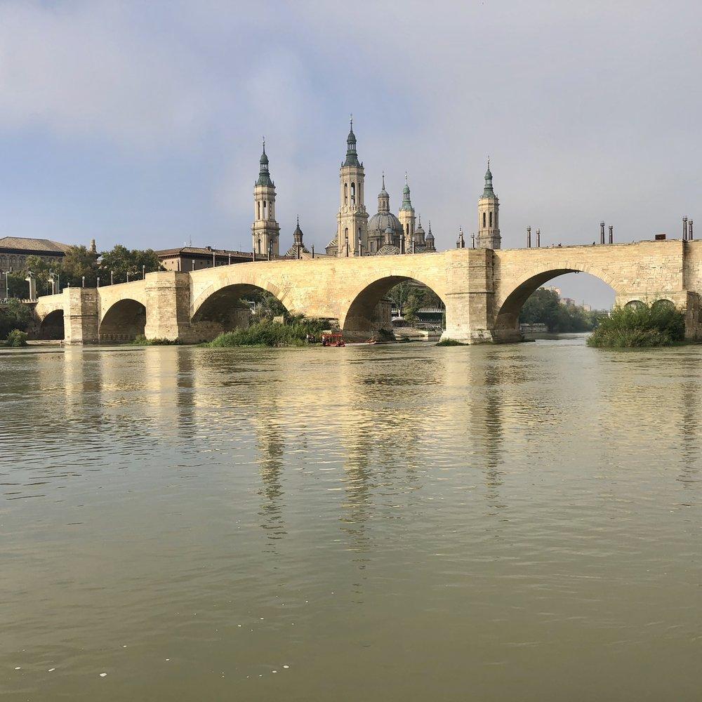 Puente de piedra junto al Pilar.