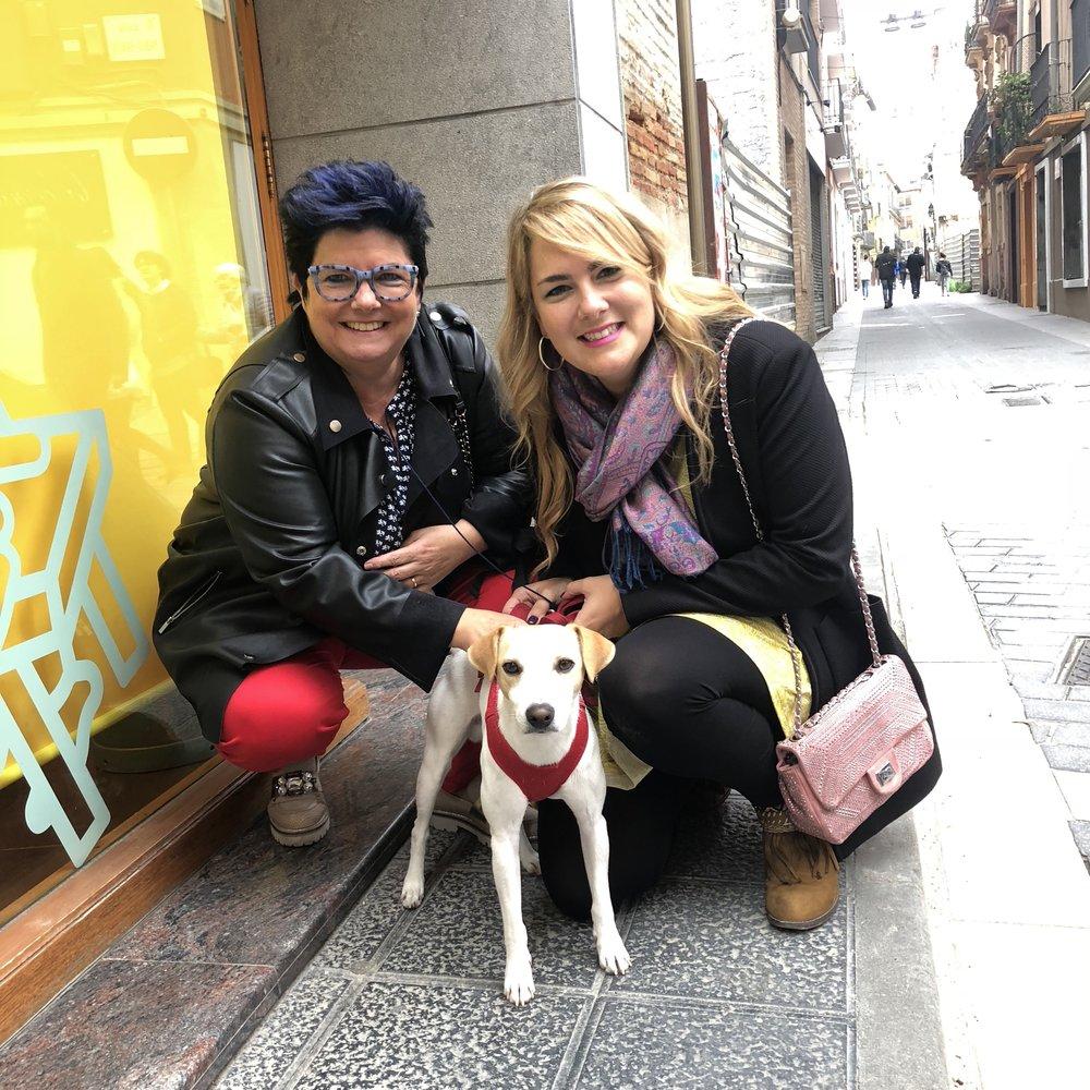 Con María y su madre en Barbastro.