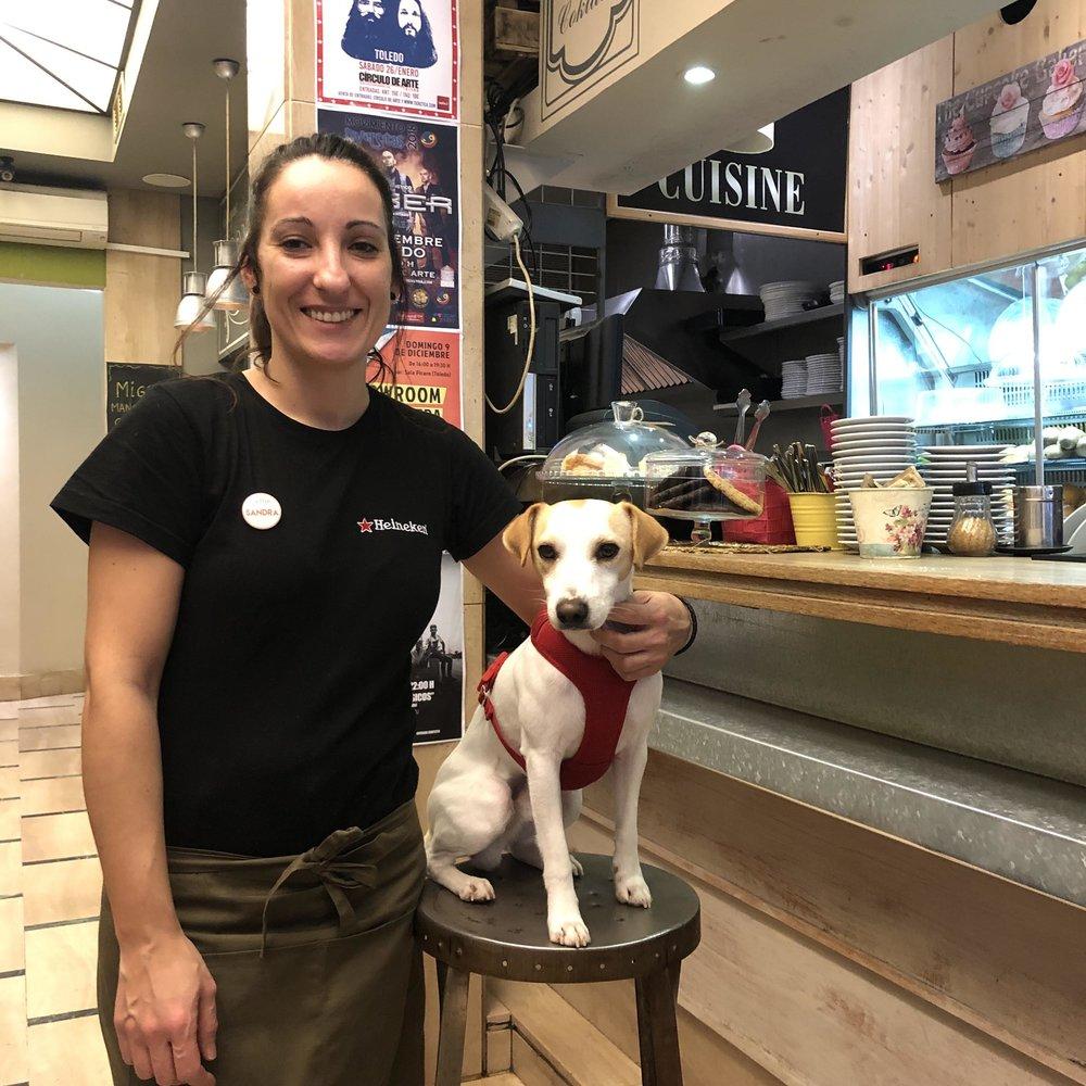 Con Sandra en la cafetería La Pepa de Toledo.