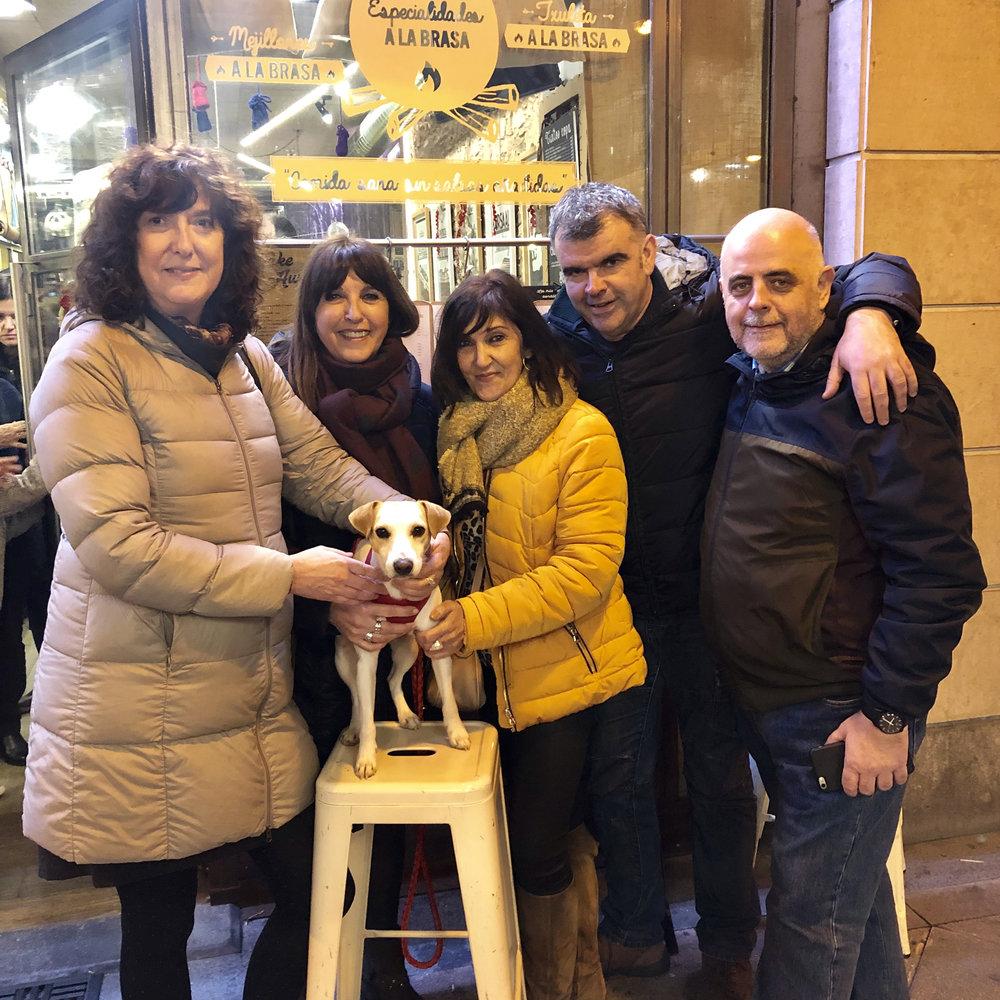 Con Maite, Merche, Arantza, Álex y Juan Carlos, en Donostia.