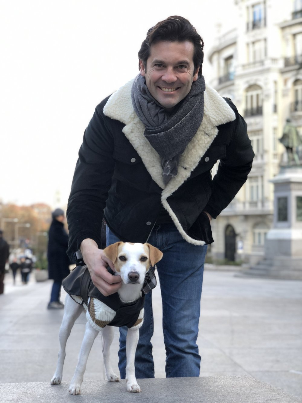 Con Santiago.