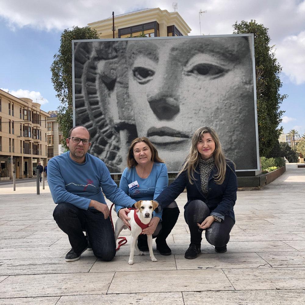 Con Javier, Antoinette y María Alize en Elche.
