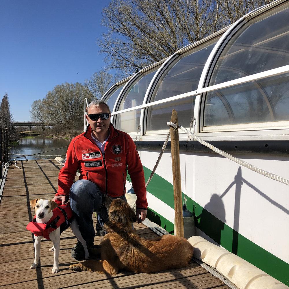 Con Luis, en el barco del Canal de Castilla burgalés.