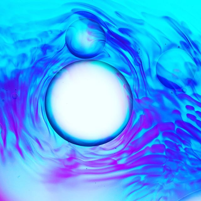#lightmotiv #liquidlightshow #projections #projectionart #digitalart #surreal #abstractart #abstractphotography #fluidsoul #peace #fluidartwork #spiritual #waterforms #colorlove #trippyart #psychedelic #mindfulness #psychedeliclightshow #visualart #abstraction #nosoftware