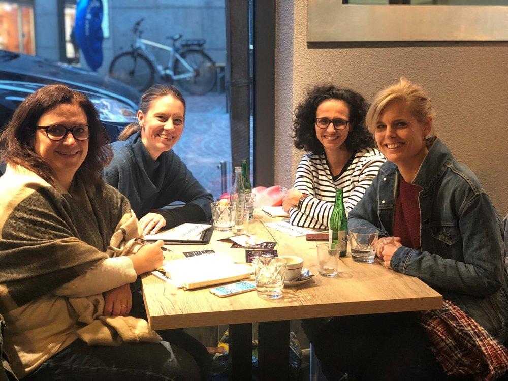 v.l.n.r. Nathalie Sassine, Barbara Zesiger, Caroline Baier, Isabelle Sailer beim Brainstorming für BEEHIVE im November 2018