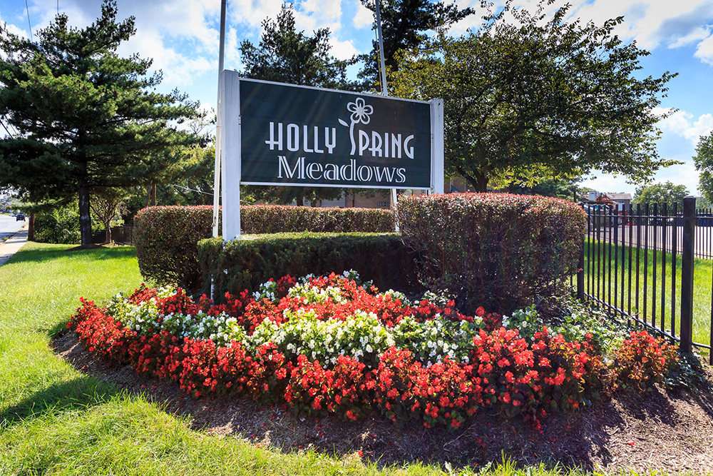 1000px_Holly_Spring_OCT_2013_entrance sign (3).jpg
