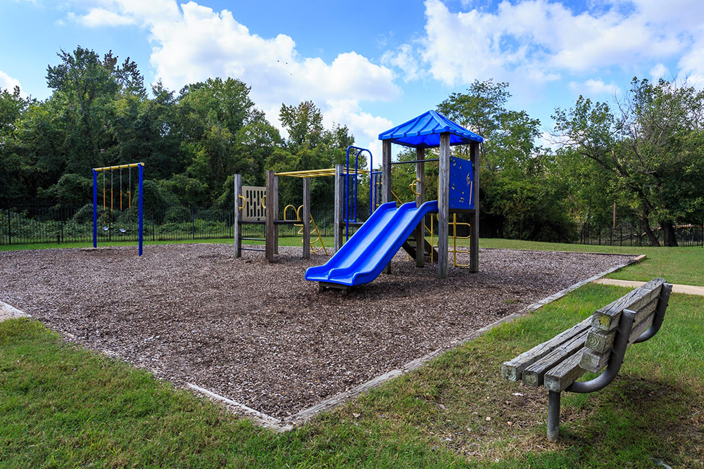 1000px_Holly_Spring_OCT_2013_playground (2).jpg