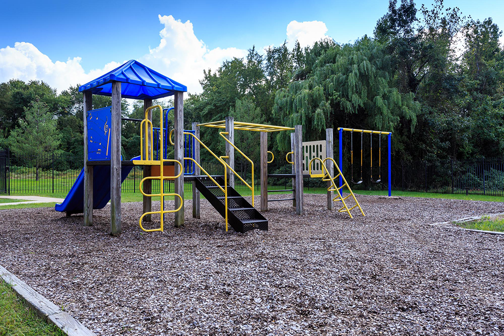 1000px_Holly_Spring_OCT_2013_playground (3).jpg