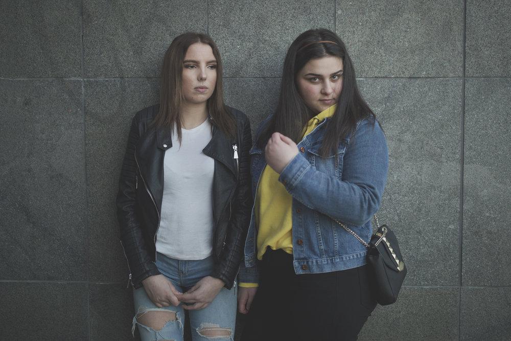 Frida Dössing och Elissa Bou Antoun, båda 17 år.