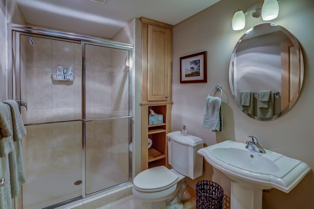 123 W. Washington Ave, Unit 506 Madison, WI 53703 - Bathroom.jpg