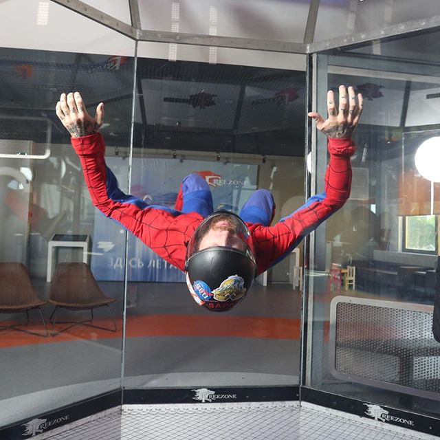 Friend and fellow Veteran @royals_and_rags repping his Rogue sticker in the wind tunnel in Russia 🤘🇷🇺🇨🇦 • • #veteran #skydiving #windtunnel #adventuretherapy #kiteboarding #bcas #firefighter #military #canadianarmy #combatengineer #spiderman #adventureistheanswer #mentalhealth #canada #russia #rogue #airtime #paramedic #adventuresports