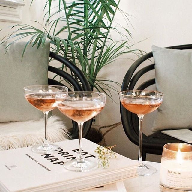 Anyone else feel like this week was long but also flew by at the same time?! #cheerstotheweekend . 📸: @afabulousfete
