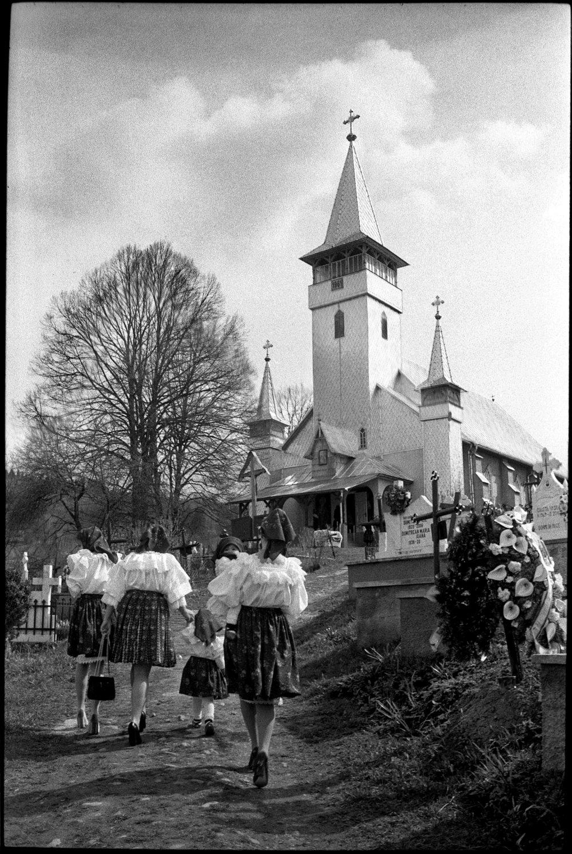 Romania_church_goers.jpg