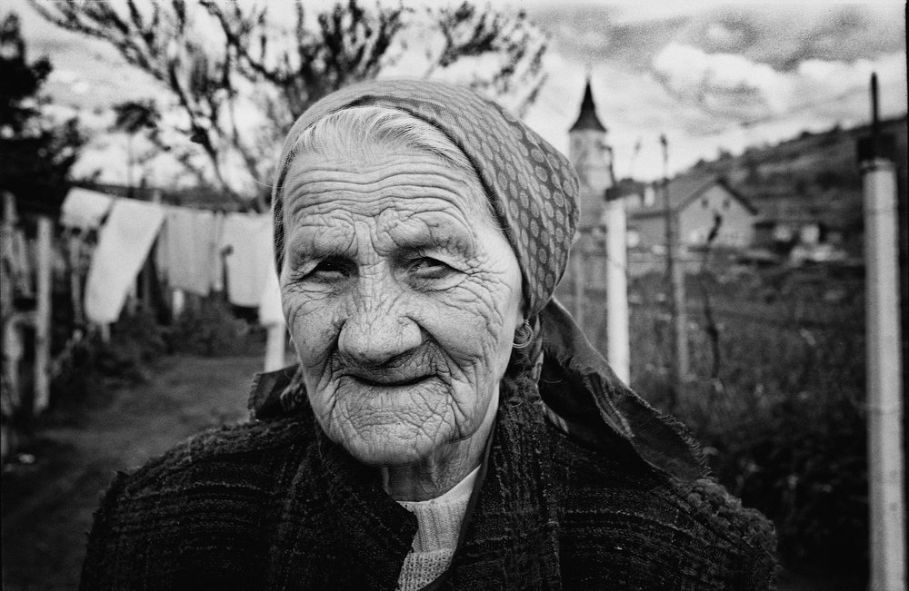 romania_old_woman_LR.jpg
