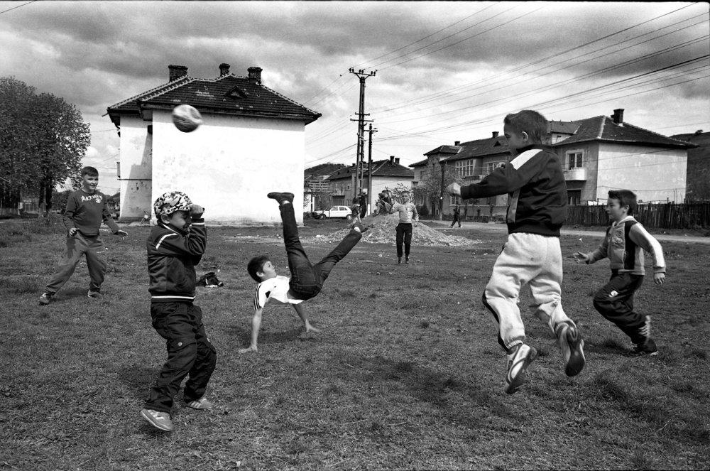 romania_futball_players_LR.jpg