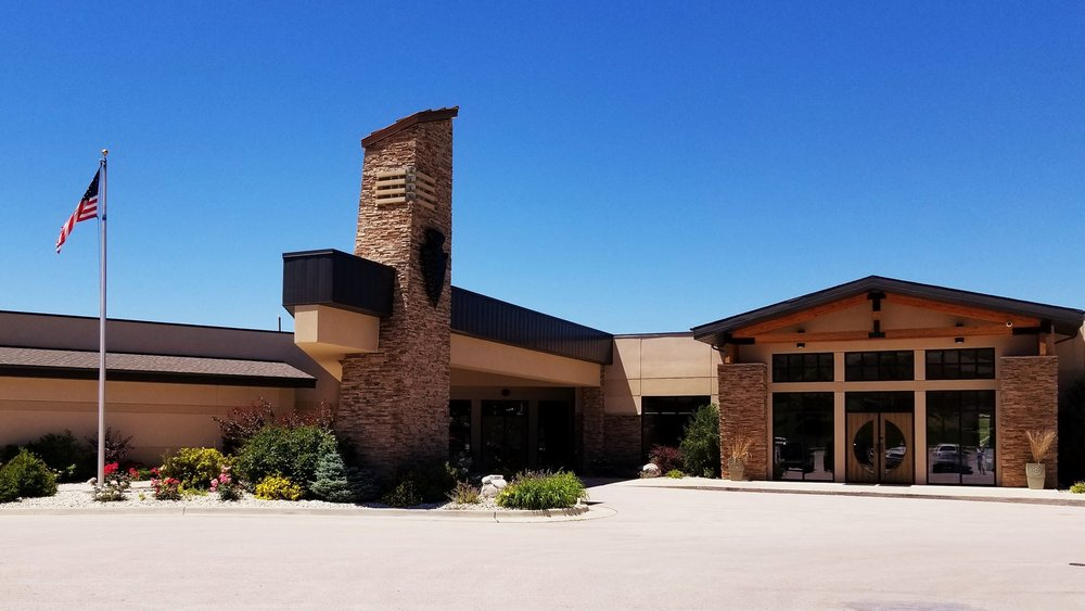 Arrowhead Country Club exterior.jpg