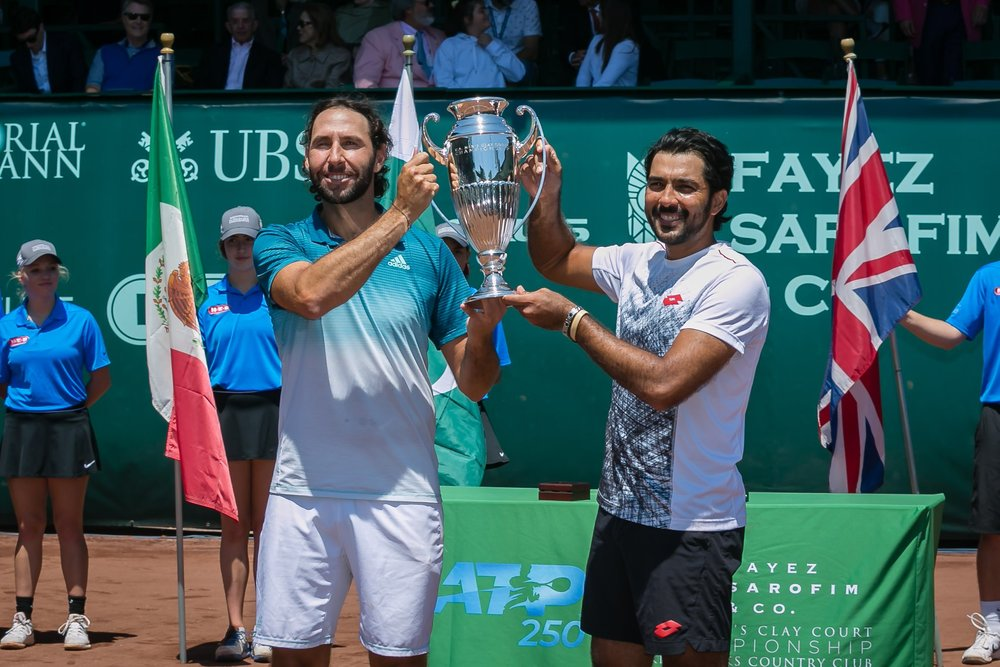 Santiago Gonzalez and Aisam Qureshi with the Doubles title