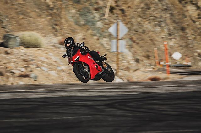 @jonathon_klein grippin' and rippin' on the 214-horsepower, 386-pound (dry) Ducati Panigale V4.