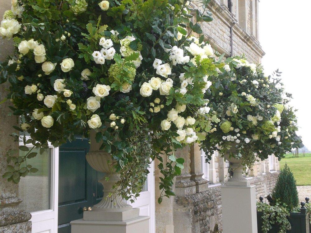 Katharine Pooley wedding, Summer urns, Oxfordshire_preview.jpeg