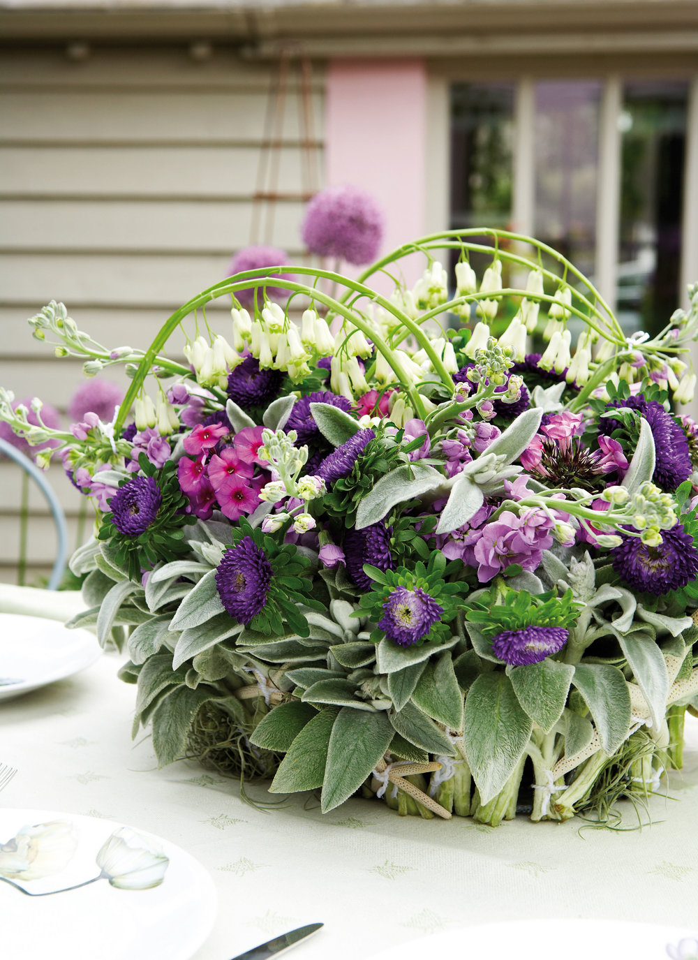 Bark basket w. summer flowers.jpg