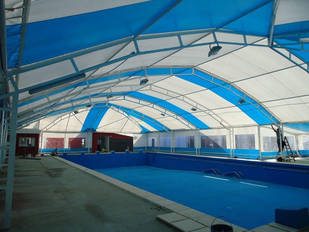 Climatización de piscinas con estructura metálica