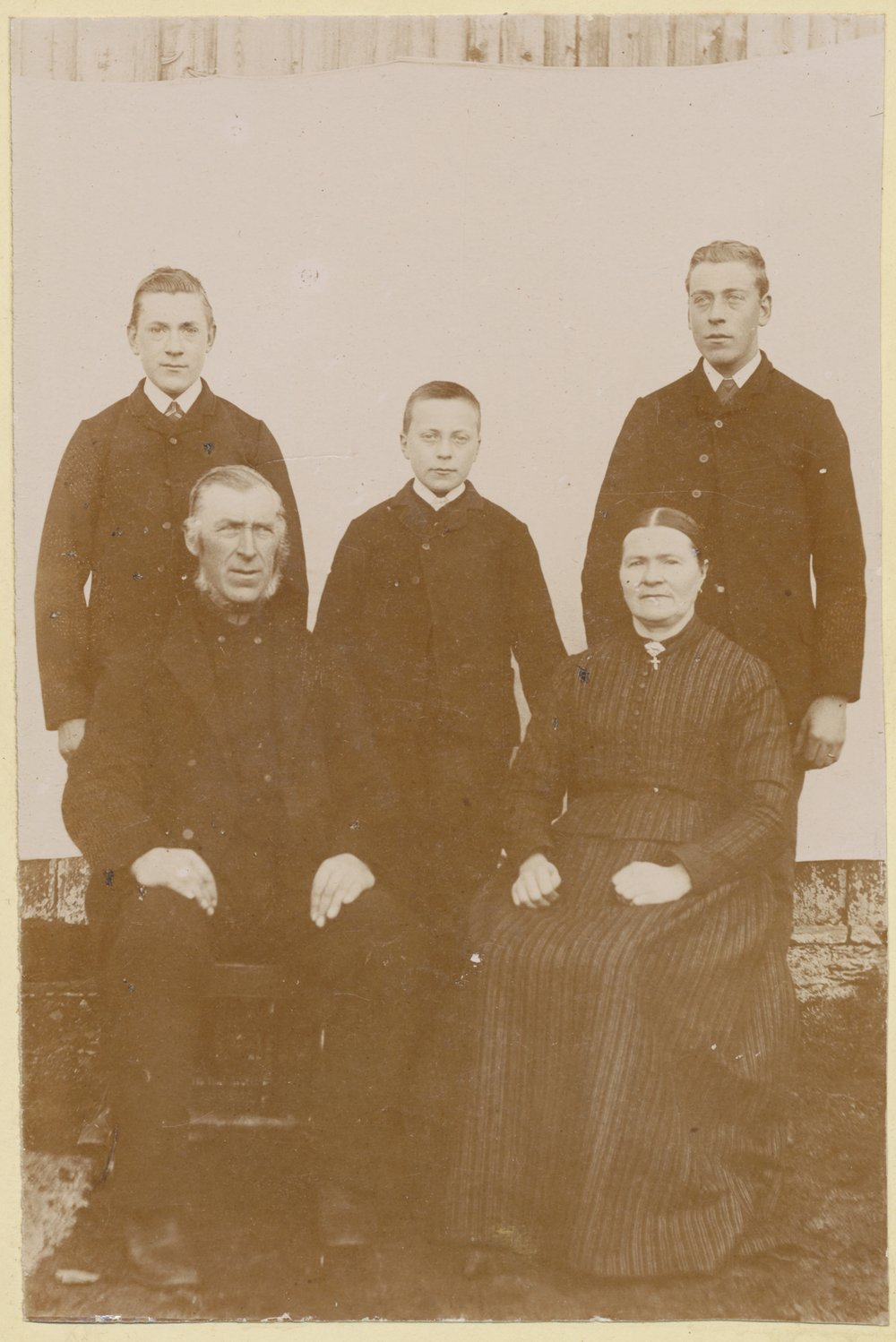 Generius (1841-1929) and Sofie (1846-1925) with their sons Ellef, Severin and Nils (the one who took over the farm).