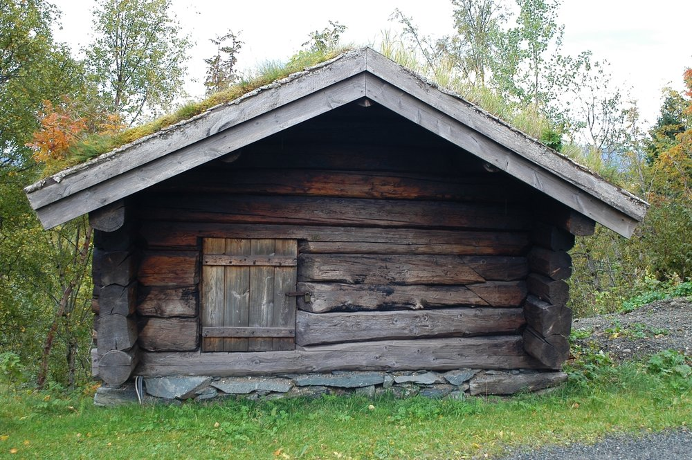 This is what a traditional Norwegian sauna in the 15-1700s looked like. A separate log house with a stone oven fired with wood.