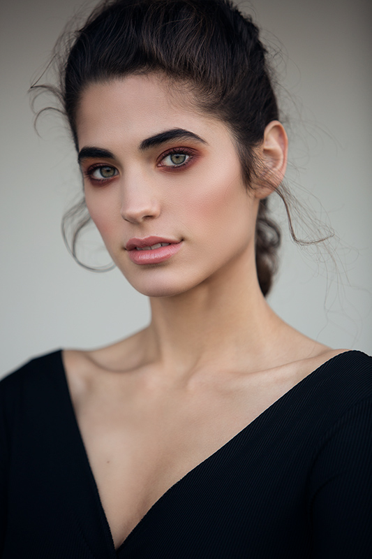 Portrait photography of a model wearing a black shirt.