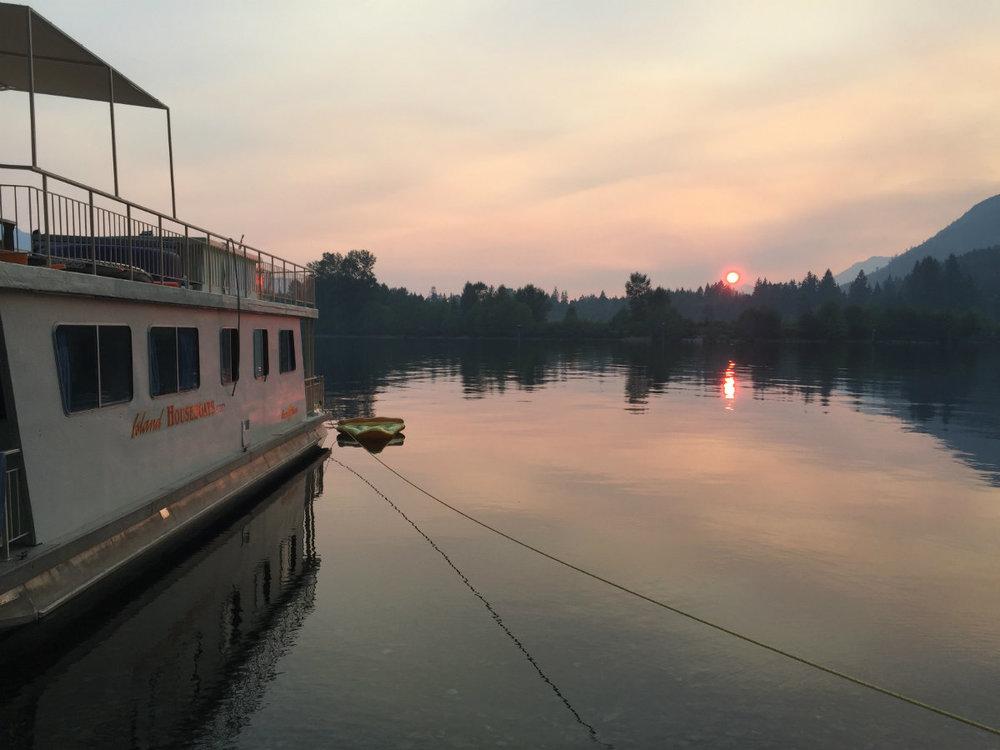 weekly houseboat rentals bc.jpg