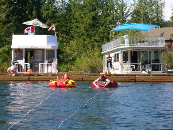 houseboat-vacations-cowichan-lake.jpg