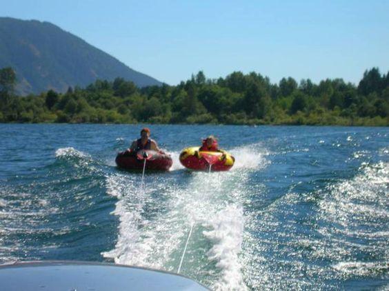 tubing-house-boat-rental.jpg