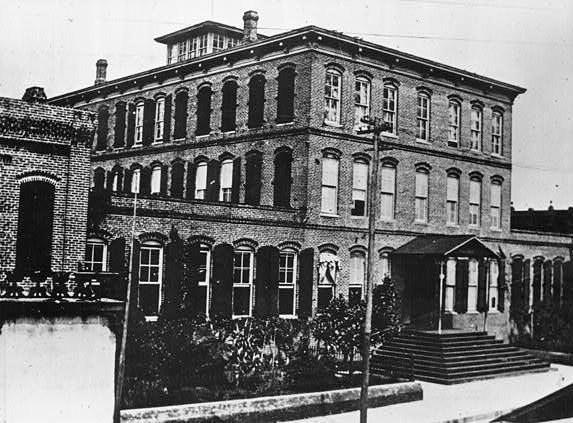 Ybor Cigar Factory 1902.jpg