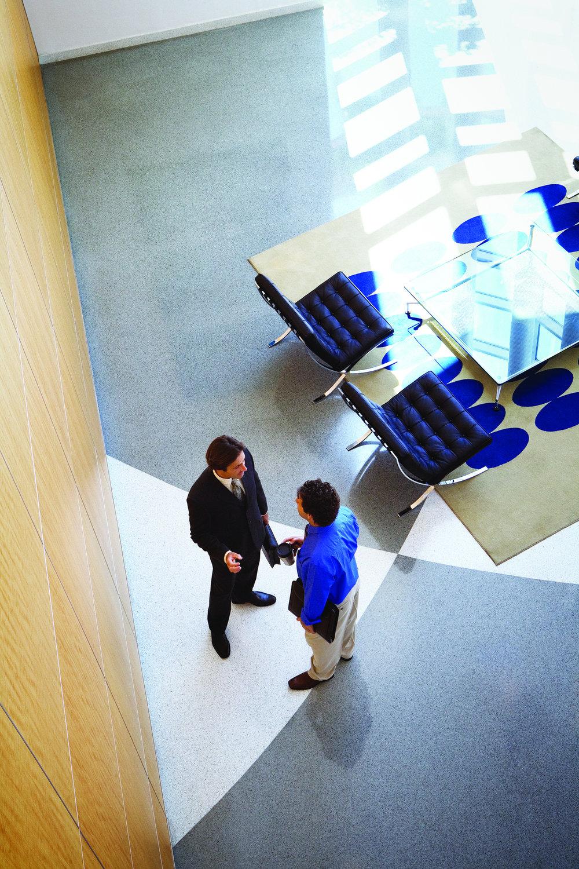 - Características del Servicio-Carga del Sistema Operativo (en caso de que se requiera).-Administración de los permisos de cada usuario de acuerdo a las necesidades de la organización.-Implementar la Imagen Corporativa en los equipos de computo (escritorio, protector de pantalla, software, etc.).-Venta, renta e instalación del software que pudiera requerir la organización Partner SPLA (Service Provider Licence Agreement).-Ahorra, renta por periodos específicos cualquier licencia de Microsoft para desarrollo o producción (Mac o PC), NO corras riesgos.-Configuración en nuestro almacén, etiquetado y servicios adicionales.-Borramos la información a distancia en caso de que tu equipo haya sido robado o extraviado, contamos con un seguro para esta situación, contáctanos.-Logística de entregas a nivel Nacional.-Contratos con Niveles de Servicio.