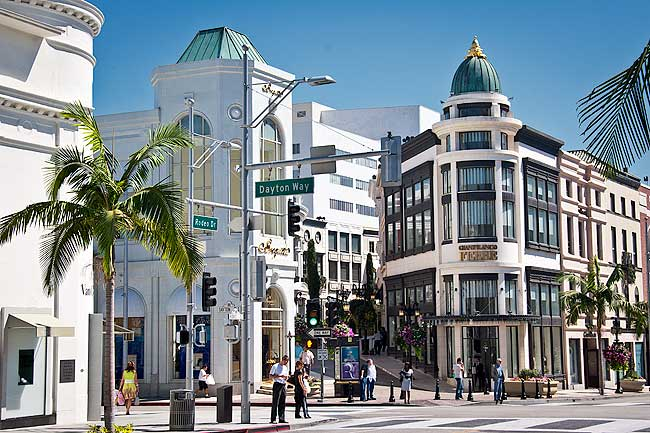 Rodeo drive - This is the perfect place to go for beautiful scenery, luxury shopping, and chic restaurants. Funny enough we found a Fatburger and it was one of the best burgers I've ever had, I know you expected fine dining and blogger scenery but hey I like burgers too, lol!