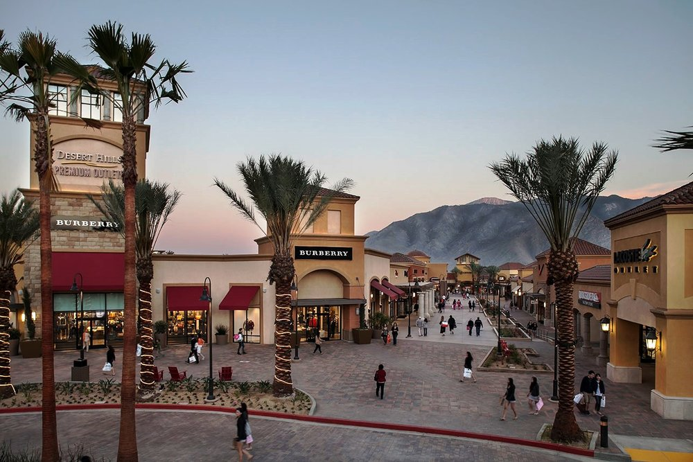 desert hills outlet - The holy grail of luxury outlet shopping, it has everything including Versace, Gucci, Valentino, Prada, and so on. If you can, I suggest going during the week since it does get busy and you may have to wait in line to enter stores at peak times.