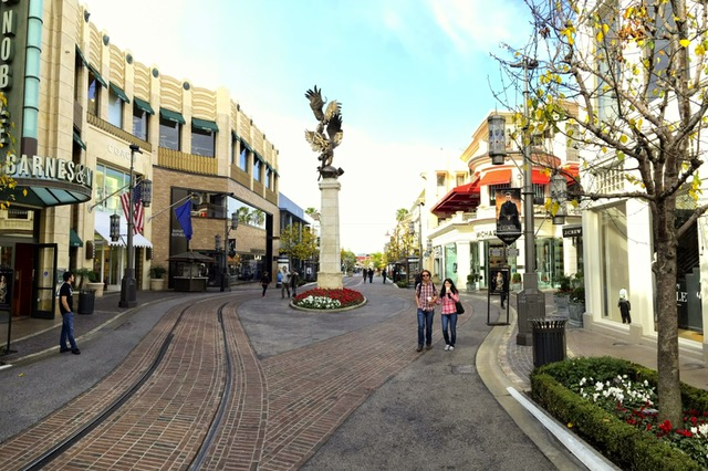 the grove - This place has everything and could definitely take up your entire day. We saw Black Panther here, ate brunch, and shopped. There is a great vareity of shops, cute resturants, a book store, and even a farmers market!