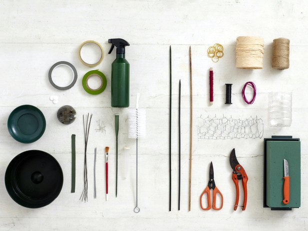 Loving this awesome shot of florist must-have tools from  hospitorus!
