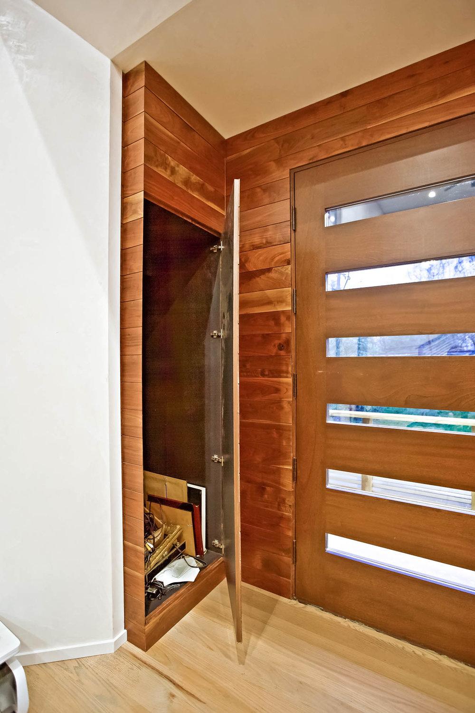 5-Front_Door-Closet.jpg