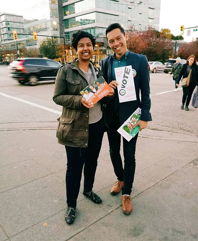 Another lovely evening talking to folks with @elkford 📷 by @cuteecake  October 17 is the last day of advance voting. Get out there and cast your ballot! Also, help us out: onecityvancouver.ca  Momentum is on our side! ☑