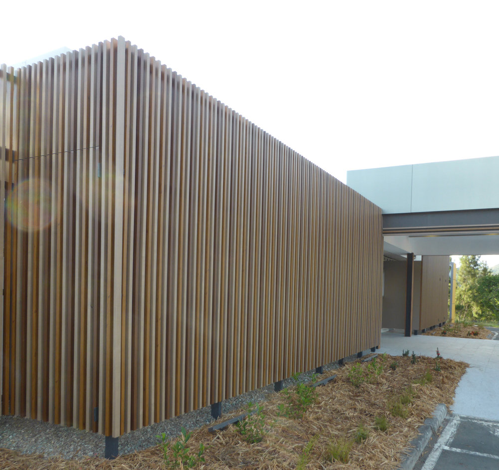 Mairie de Paita Council Building - Noumea Ever Art Wood® battens - Koshi 30x85 rectangle hollow section in Wuoru Nato, Kuri Masame & Pain