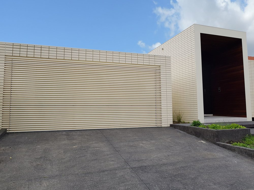 Private Residence - Ivanhoe VIC Ever Art Wood® battens - Kabebari 30x50 to garage doors in custom powdercoat
