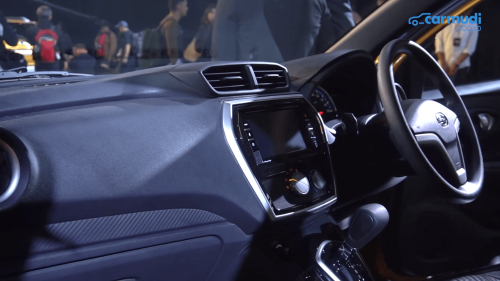 Basis boleh sama dengan Go+ Panca, tapi desain interior Datsun Cross tampak satu tingkat di atasnya.