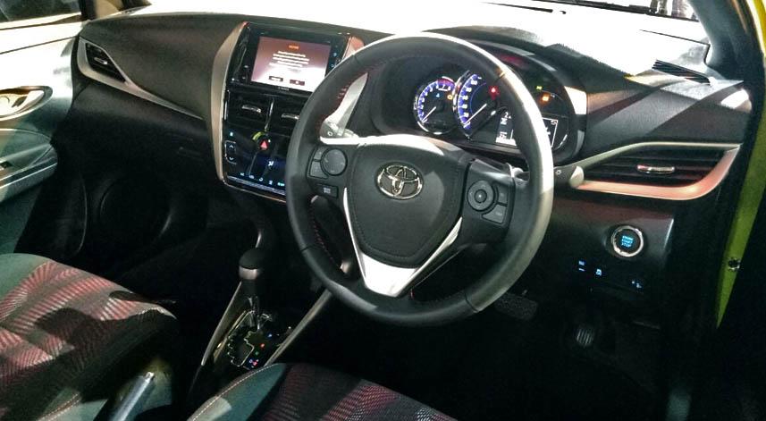 Interior Toyota Yaris 2018.jpg