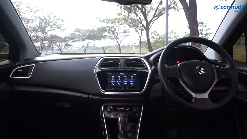 Interior Baris Depan SX-4 S-Cross 2018.jpg