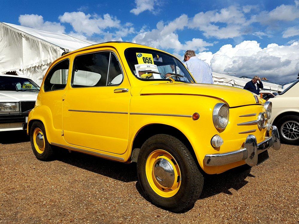 Fiat 600D Sunroof.jpg