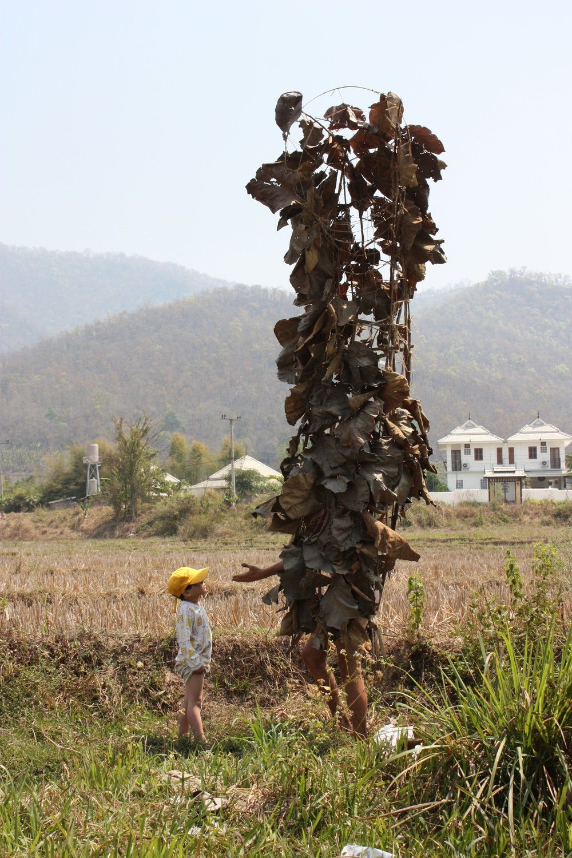 Pansa & Lennard Sculpture/performance 'Orang Belanda'      http://lennardhoukes.com/      2012 Pai, Mae Hong Son Province, Northwest Thailand. Photo by Sjors Houkes.