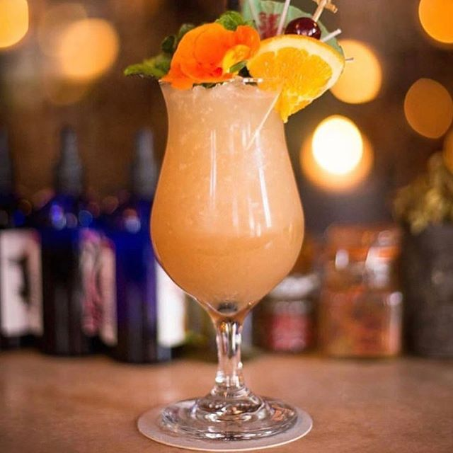 Find the best places to eat and drink in Williamsburg with String Expert @breedgette. Maison Premiere is one of her favorites and you gotta order the Maison Premiere Mai Tai. Get all of her Williamsburg recs on String. #everyonespersonalconcierge #stringhitlist (📷: @belgianbarfly via @maisonpremiere)