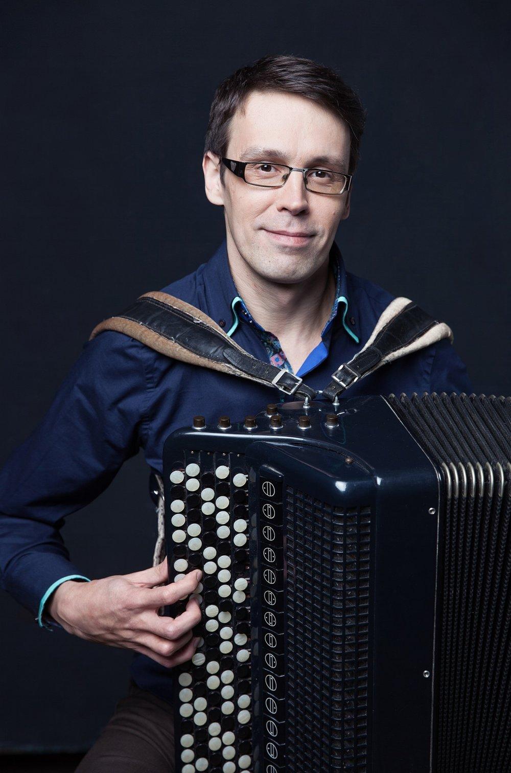 ALEXANDER TARASOV  - BUTTON ACCORDION