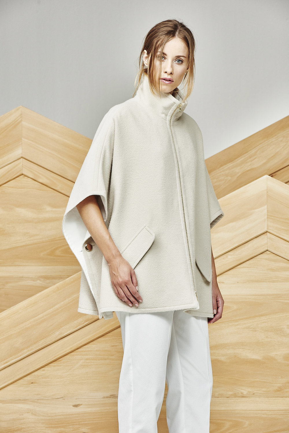 PONCHO MARGIE REVERSIBLE AT-415   Colors:  ecru , camel, black, herringbone camel/white  Sizes: S, M, L